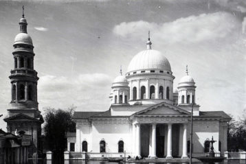 Собор в весенний разлив в начале XX века