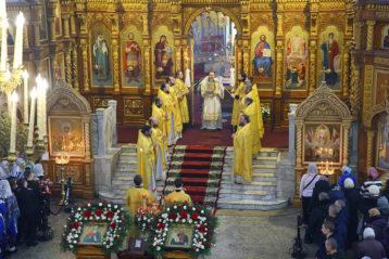 13 декабря. Божественная литургия в Спасо-Преображенском соборе (фото Сергея Лотырева)