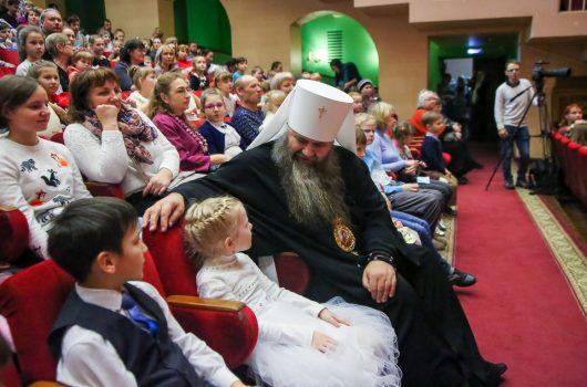 8 января. Перед Рождественским концертом в нижегородском Дворце культуры ГАЗ (фото Александра Чурбанова)