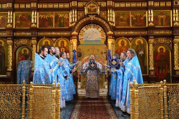 16 февраля. Божественная литургия в Саровской пустыни (фото Сергея Лотырева)