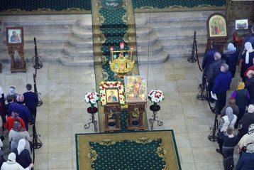 17 февраля. Во время Божественной литургии в Александро-Невском кафедральном соборе (фото Сергея Лотырева)