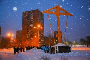 28 февраля. Молебен об умножении любви в сквере у поклонного креста на улице Прыгунова в Нижнем Новгороде (фото Александра Чурбанова)
