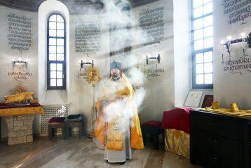 10 марта. Во время Божественной литургии в храме в честь великомученика и целителя Пантелеимона Приокского благочиния (фото Бориса Поварова)