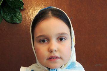 «Девочка с ягодами». Автор Ксения Шишарина, 11 лет. I место