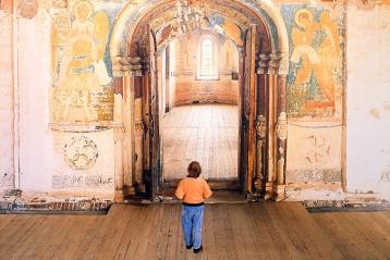 Вход в собор Рождества Пресвятой Богородицы
