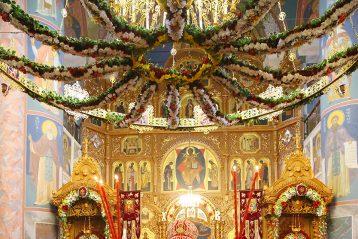 2 мая. Божественная литургия в Троицком соборе Дивеевского монастыря (фото Сергея Лотырева)