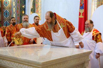 6 мая. Во время освящения храма в честь Владимирской иконы Божией Матери (фото Сергея Лотырева)