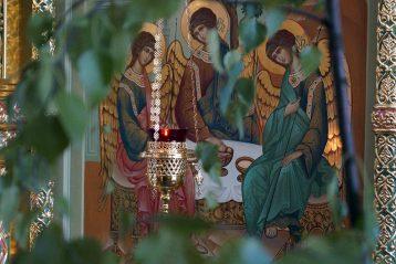 16 июня. В Троицком храме поселка Копосово (фото Марины Смирновой)