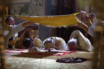 4 августа. Божественная литургия в Александро-Невском соборе (фото Алексея Козориза)