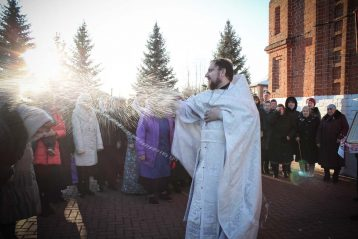 21 ноября. Крестный ход вокруг Благовещенского храма поселка Желнино (фото Воскресенского благочиния Нижегородской епархии)