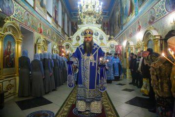 3 декабря. Во время всенощного бдения во Введенском храме Нижнего Новгорода (фото Александра Чурбанова)