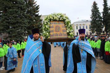 4 ноября. Общегородской крестный ход с Казанской иконой Божией Матери (фото Сергея Лотырева)