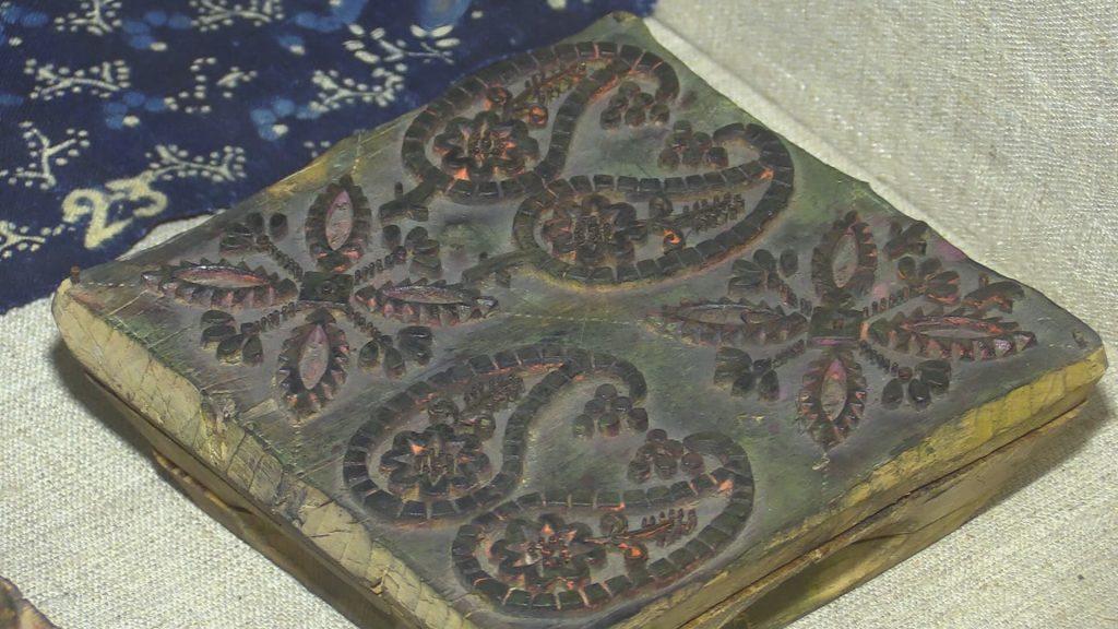 В глубь веков. Экспозиция набивных тканей в музее истории художественных промыслов Нижегородской области.