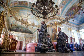 1 арпеля. Во время литургии Преждеосвященных Даров в Крестовоздвиженском монастыре (фото Александра Чурбанова)