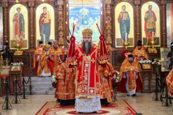 20 апреля. Митрополит Георгий во время Божественной литургии в Александро-Невском кафедральном соборе (фото Александра Чурбанова)