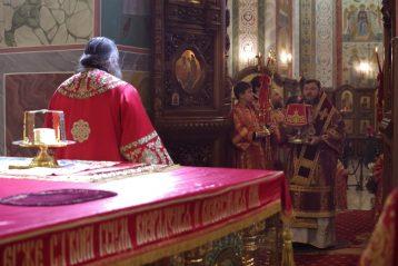 22 апреля. Во время Божественной литургии в Александро-Невском кафедральном соборе (фото Алексея Козориза)