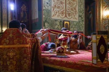26 апреля. Во время Божественной литургии в Александро-Невском кафедральном соборе (фото Александра Чурбанова)
