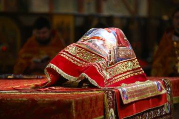 28 апреля. Святые Дары на престоле в алтаре Александро-Невского кафедрального собора (фото Сергея Лотырева)