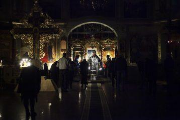 3 апреля. Епископ Филарет совершает ночную Божественную литургию в Карповской церкви (фото Молитовского благочиния)