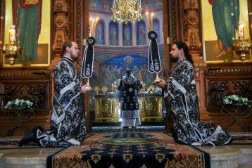 3 апреля. Во время литургии Преждеосвященных Даров в Александро-Невском кафедральном соборе (фото Александра Чурбанова)