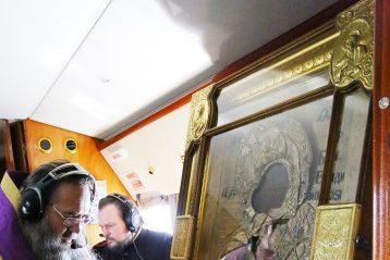 4 апреля. Митрополит Георгий совершает воздушный крестный ход вокруг Нижегородской области (фото Сергея Лотырева)