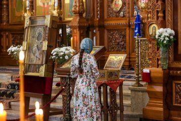 7 апреля. В Александро-Невском кафедральном соборе (фото Александра Чурбанова)