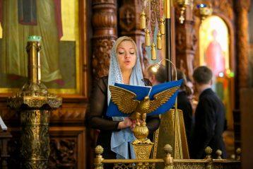 7 апреля. Во время Божественной литургии в Александро-Невском кафедральном соборе (фото Александра Чурбанова)