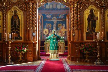27 июня. Божественная литургия в Троицком соборе Дивеевской обители (фото Александра Чурбанова)
