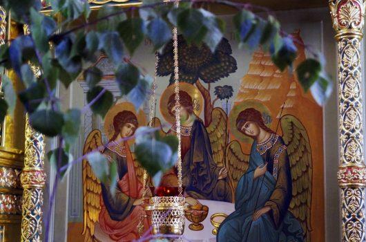 7 июня. В Троицкой церкви нижегородского поселка Копосово отметили престольный праздник (фото Марины Смирновой)