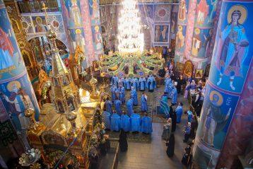 9 августа. Вечернее богослужение в Троицком соборе Серафимо-Дивеевского монастыря (фото Александра Чурбанова)