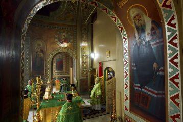 8 октября. Божественная литургия в Сергиевском храме Нижнего Новгорода (фото Бориса Поварова)