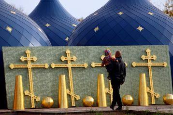 9 октября. Купола и кресты для Успенского храма Богородска (фото Бориса Поварова)