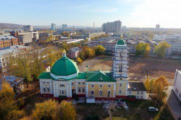 Спасо-Преображенская кладбищенская церковь располагалась между Елизаветинской (ныне Коммунистической) и Александровской (ныне Интернациональной) улицами Кунавина