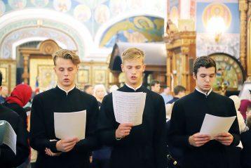 Семинаристы принимают участие в архиерейских богослужениях