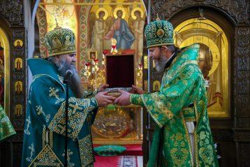 2 марта. Митрополит Георгий поздравляет епископа Варнаву с днем тезоименитства в Выксунском Иверском монастыре (фото Александра Чурбанова)