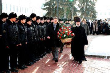 17 февраля 2012 года. Возложение цветов к памятнику Георгию Всеволодовичу и епископу Симону