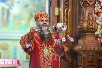 2 мая. Пасхальное богослужение в Александро-Невском кафедралном соборе (фото Александра Чурбанова)