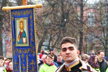 2 мая. Перед Пасхальным крестным ходом (фото Алексея Козориза)