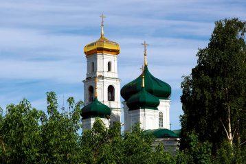 22 мая. Купола Вознесенской церкви на улице Ильинской (фото Бориса Поварова)