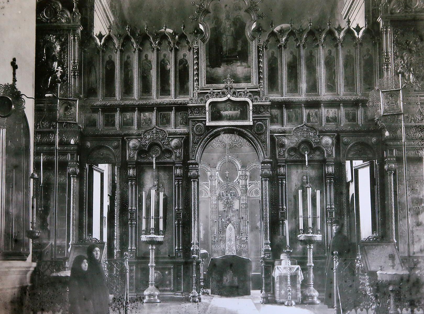 иконостас в церкви вознесения Господня в Нижнем Новгороде