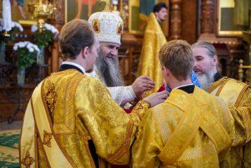 18 июля. Божественная литургия в Александро-Невском кафедральном соборе (фото Александра Чурбанова)