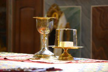 28 июля. Божественная литургия в Александро-Невском кафедральном соборе (фото Сергея Лотырева)
