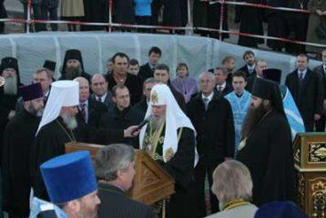 Святейший Патриарх зачитал текст закладной грамоты