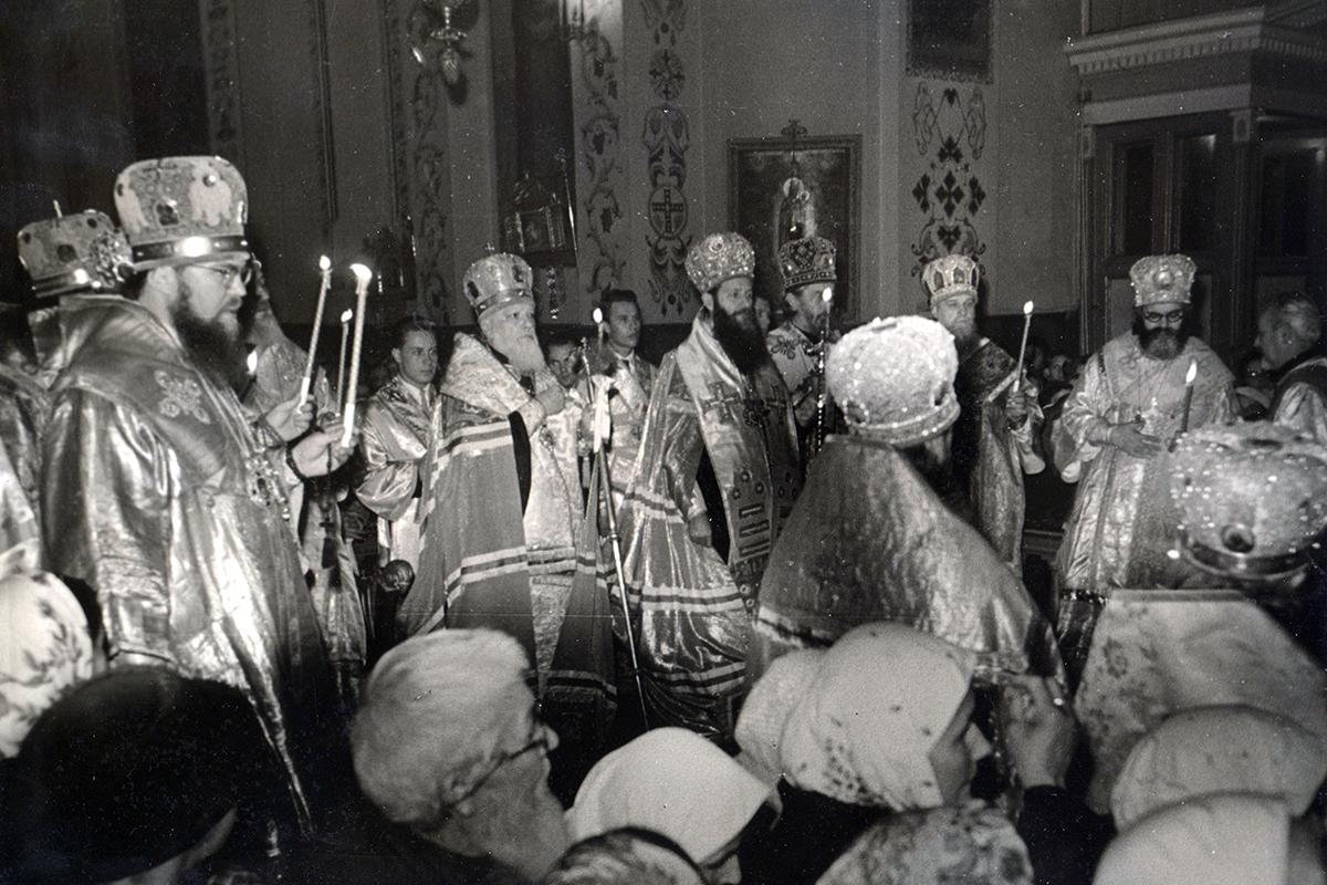 vladyka-nikolaj-kutepov-sosluzhit-patriarham-aleksiyu-i-germanu