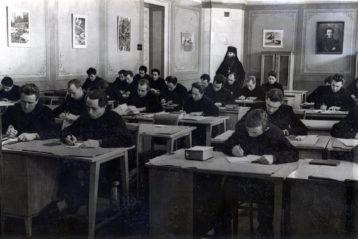 На лекции архимандрита Матфея. 1956-й год.