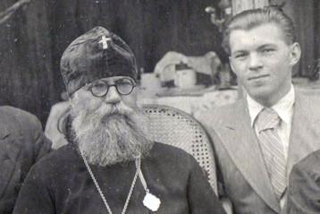 Владыка Антоний и Николай Кутепов (справа)
