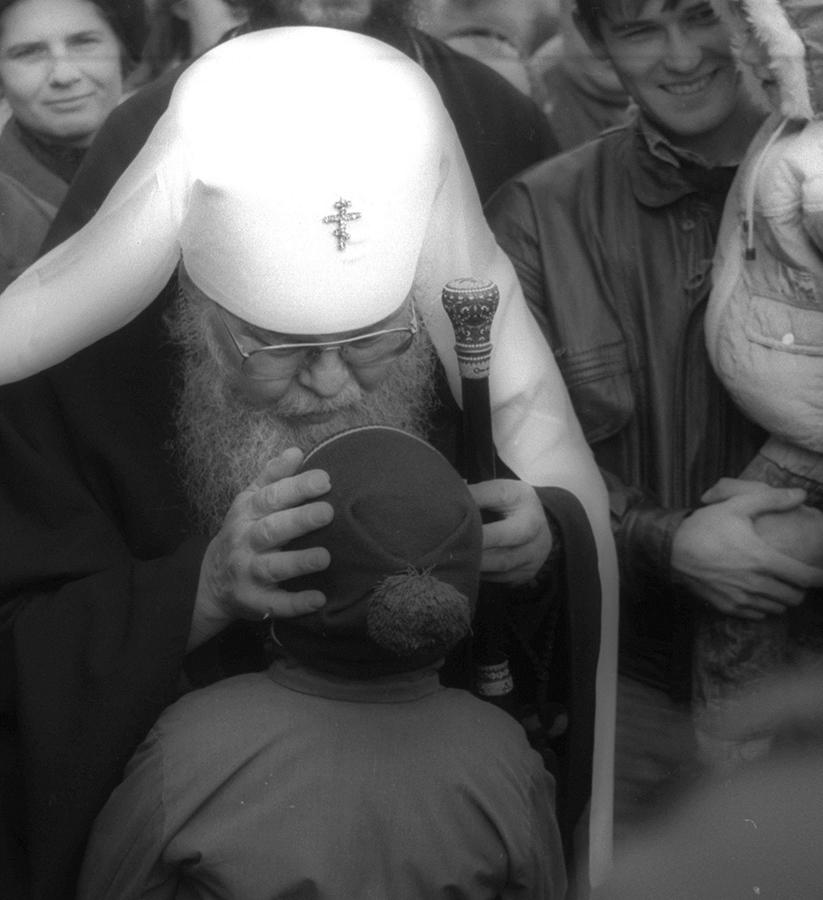 Благословение владыки. Фото Э. М. Брауде