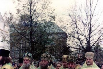 На протяжении всех 40 лет своего святи- тельского служения, как и осенью 1982 года, митрополит Николай (Кутепов) в числе прочих архиереев всегда прини- мал участие в общецер- ковных празднованиях памяти преподобного Сергия Радонежского в Троице-Сергиевой лавре.