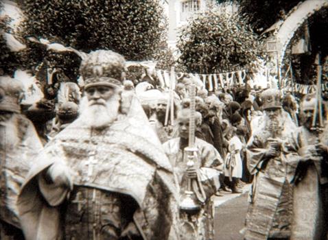 Настоятель Московского Новоспасского монастыря  архимандрит Макарий во время крестного хода