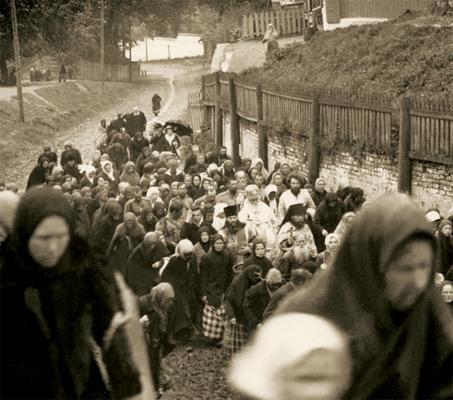 Епископ Балахнинский Макарий во время крестного хода  из Печерского монастыря